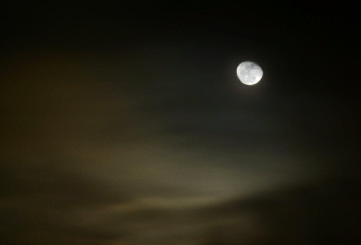 photographie de la lune la nuit. Black Bedroom Furniture Sets. Home Design Ideas