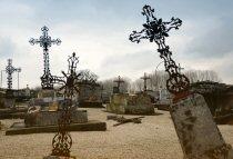 Tombes croix en fer
