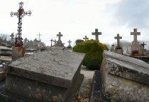 Tombes cassées