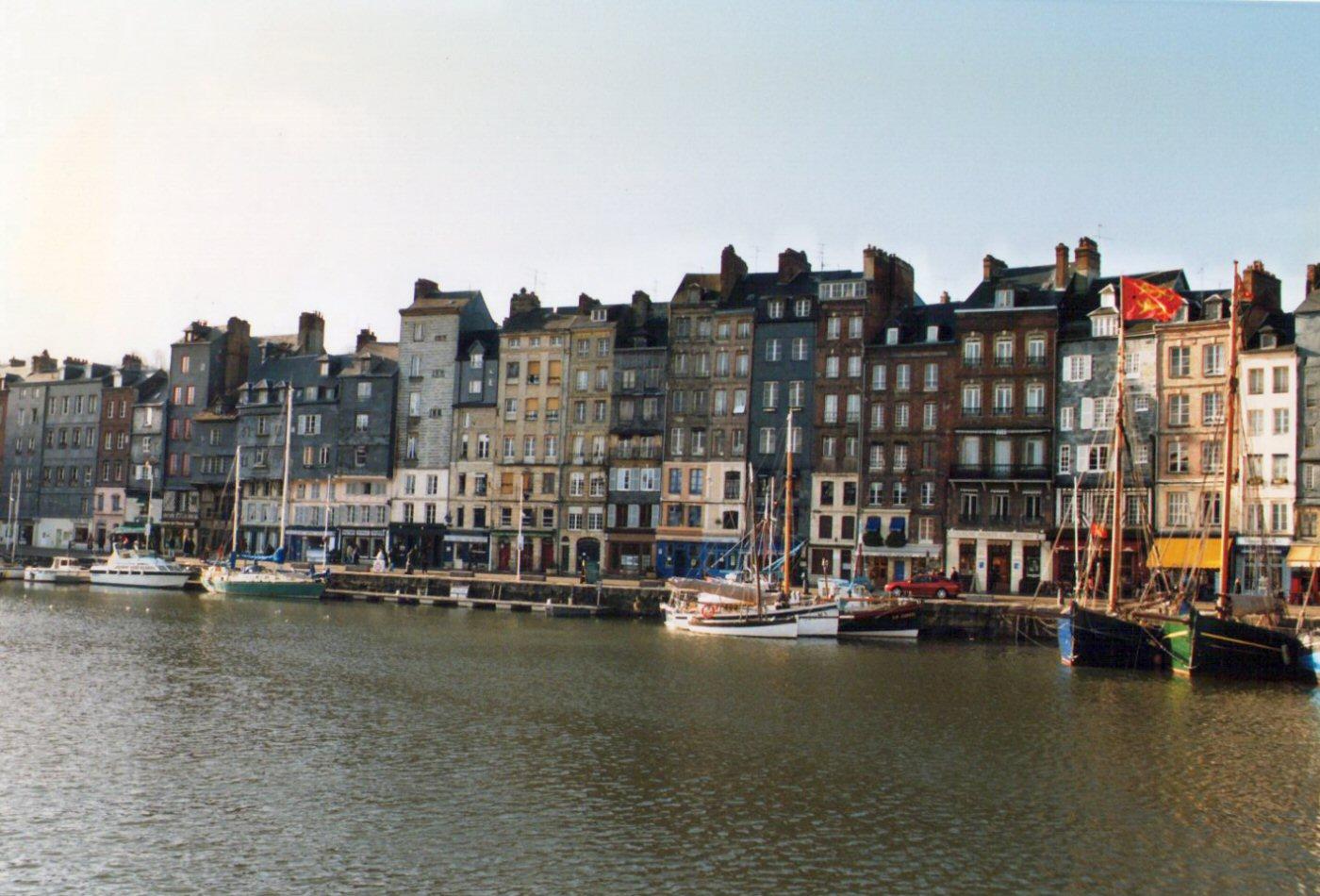 Photographie du port d 39 honfleur - Le bistrot du port honfleur ...