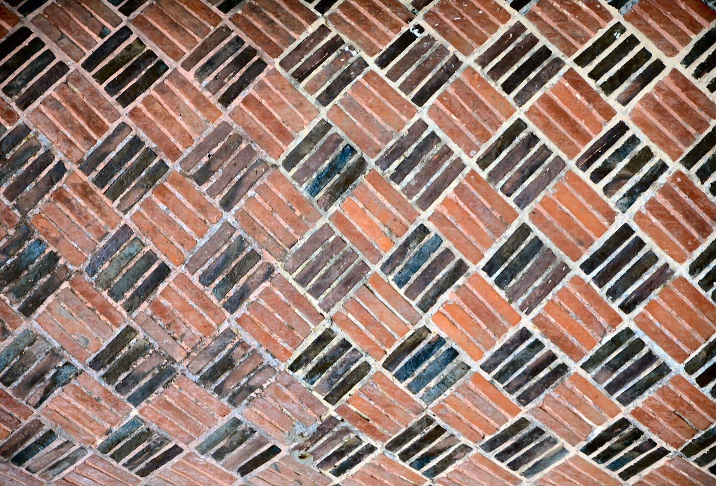 Photographie d'un mur en brique rouges et noires: www.bzho.com/TEXTURE/brique02.htm